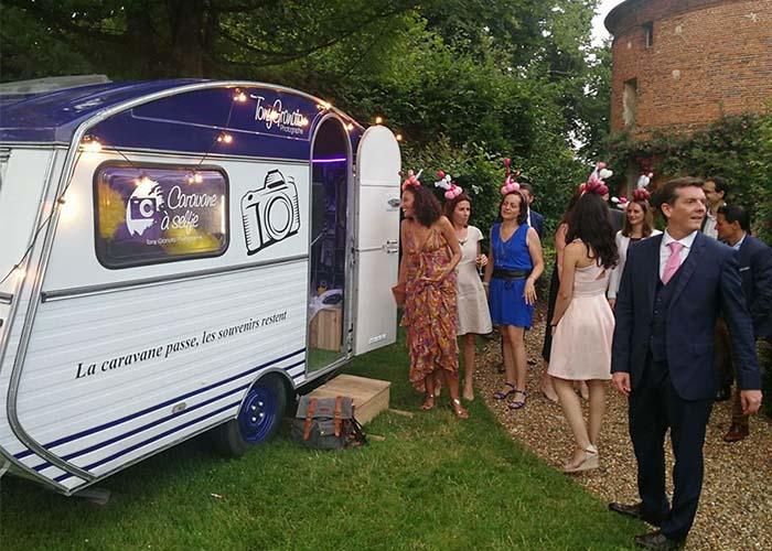 Caravane équipé d'un selfie box pour vos mariages, anniversaire, entreprise dans l'oise et Iles de France.